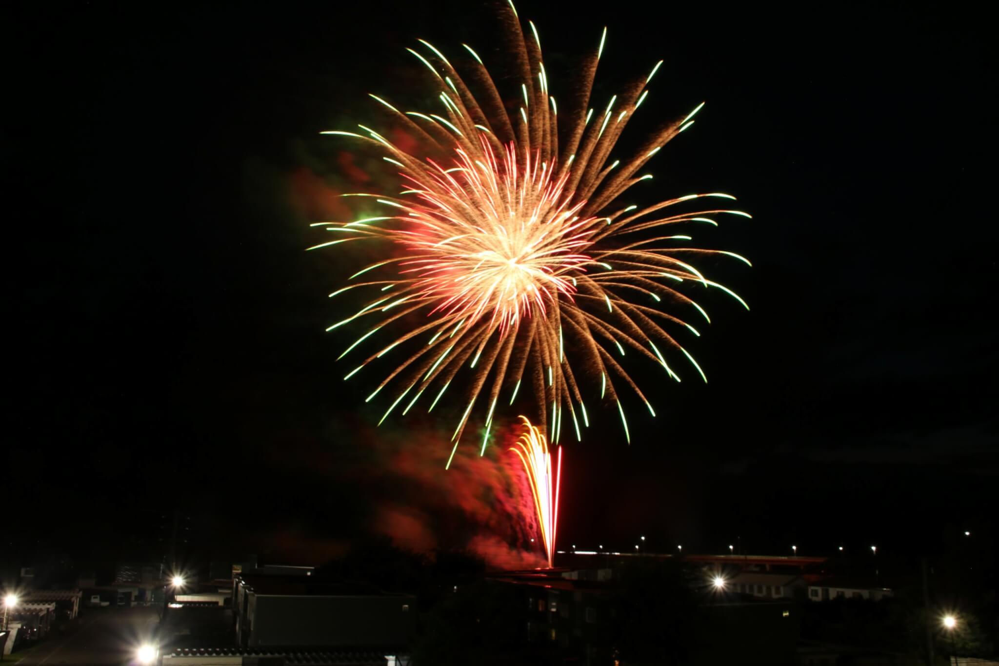 自宅で観覧!夏の夜空の打上げ花火!